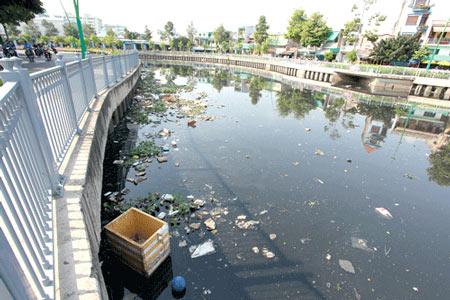 nước ô nhiễm